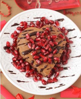 Романтичний шоколадний  пиріг з гранатом