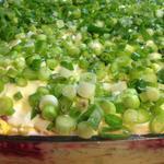 Слоеный овощной салат с солеными огурцами