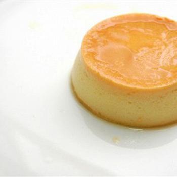 Горячий лимонный пудинг с яблочным соусом