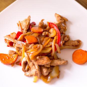 Курица с грибами в соусе из феты