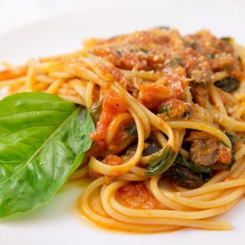 Спагетти с сардиной в томатном соусе