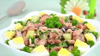 Салат із тунця і квасолі