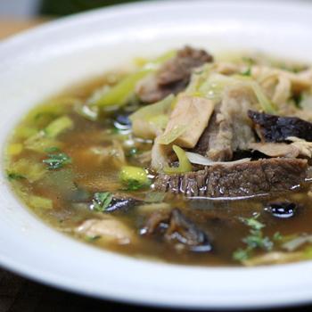 Суп із тушкованого м'яса