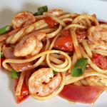 Спагетти с морепродуктами и помидорами черри