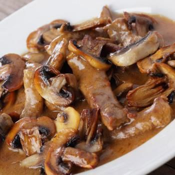 Говядина с опятами в винно-сливочном соусе