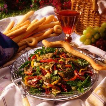 Теплый средиземноморский салат из баранины