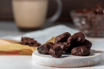 Чорнослив у шоколаді