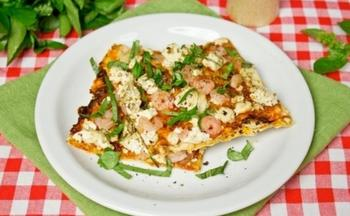 Пицца из лаваша с креветками и тофу