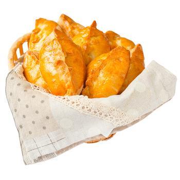 Пирiжок Кiбенай з куркою та грибами - купити, ціни на Varus - фото 1