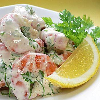 Салат з креветок і маринованих огірків