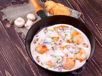 Chicken in a Cream-Mushroom Sauce