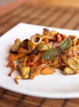 Грибной салат с грецкими орехами