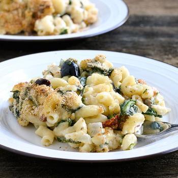 Макароны с сыром и овощами по-гречески