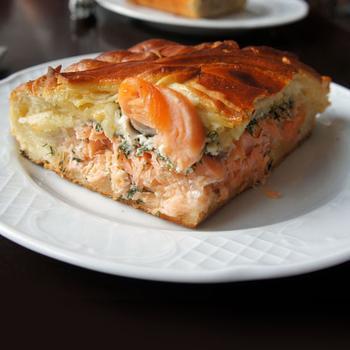 Быстрый пирог с сёмгой (рецепт для микроволновки)