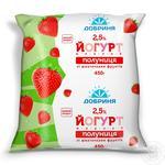 Yogurt Dobrynya strawberry with fruit pieces 2.5% 450g sachet Ukraine
