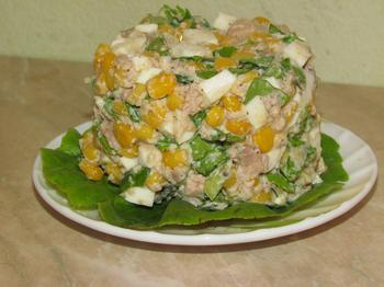 Салат з печінки тріски і кукурудзи
