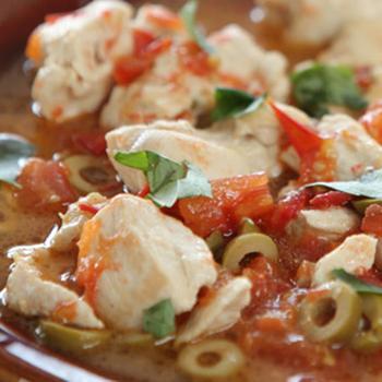 Курица с оливками и томатами