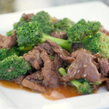 Жареная говядина с брокколи и имбирем