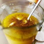 Цитрусовый сок с чесноком, имбирем и кайенским перцем