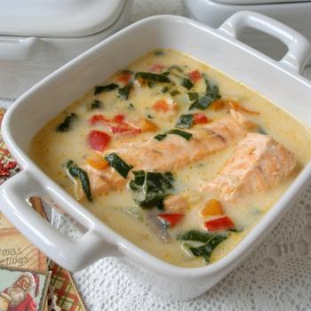 Суп із лососем на кокосовому молоці