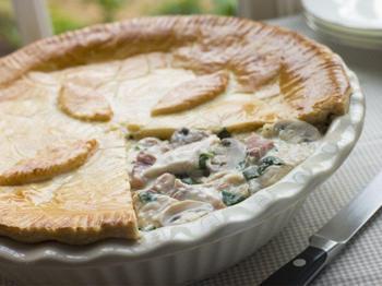 Пиріг із куркою й овочами