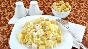 Куриный салат с ананасами