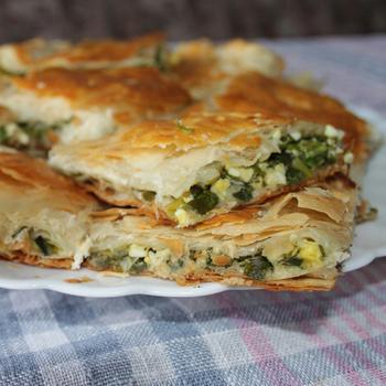 Цибулевий пиріг на листковому тісті