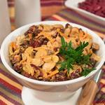 Салат с печенью, фасолью и маринованными грибами