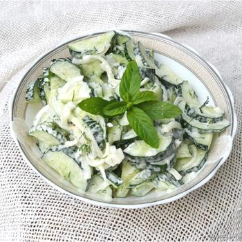 Салат з огірком і м'ятою