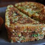 Хрустящий соленый и перченый французский тост