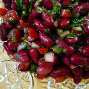 Вірменський салат з червоної квасолі