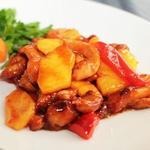 Говядина, жаренная с ананасом и болгарским перцем