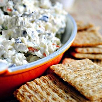 Салат з сиром і оливками