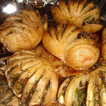 Картопля-гармошка з грибною начинкою