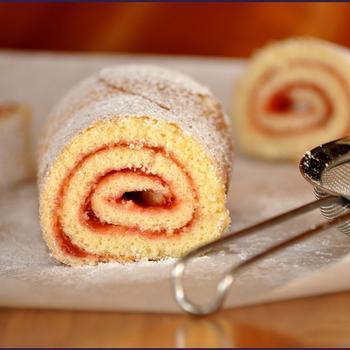 Рулет бисквитный с вареньем рецепт с фото