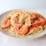Спагетти с креветками в сливочно-томатном соусе с хлебно-чесночной крошкой