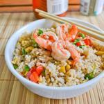 Рис із креветками, овочами та омлетом