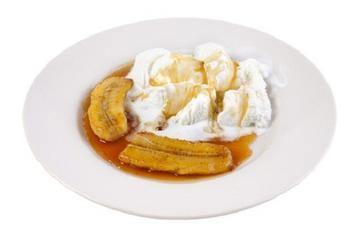 Банановое соте с соусом пралине и кардамоном