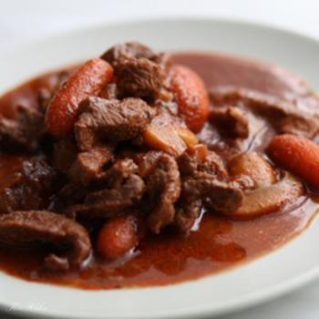 Мясо с грибами в красном вине