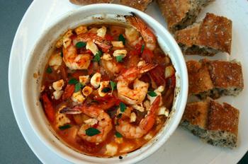 Тофу с креветками и помидорами