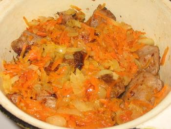 Мясо с луком и морковью