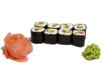 Суши ролл с тунцом и огурцом