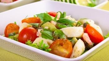 Итальянский овощной салат с моцареллой