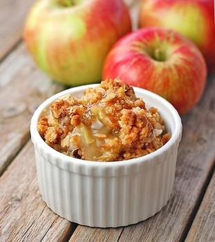 Яблука, запечені під штрейзелем