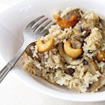 Рис с грибами и орехами кешью