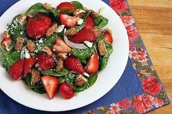 Салат з полуницями і шпинатом