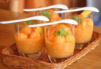 Десерт из дыни и нектарина