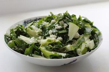Салат с творогом и щавелем