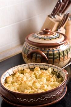 Кольорова капуста та броколі, запечені під вершковим соусом