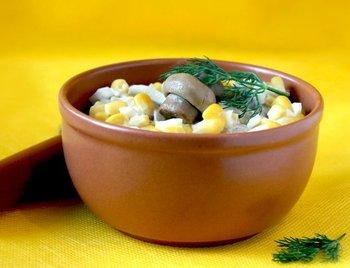 Салат із кукурудзою і печерицями